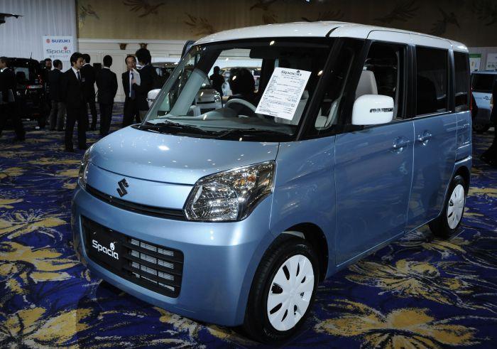 日本铃木汽车公司发布小排量汽车高清图片