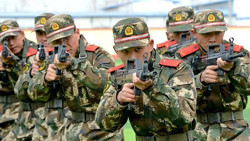 中国评论新闻 武警部队新兵展风采 淬炼成钢赴一线 -武警部队新兵展风图片